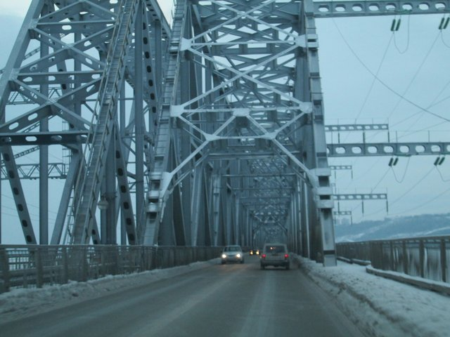 Въезд на огромный мост через Волгу
