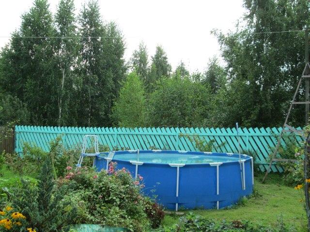На даче есть бассейн