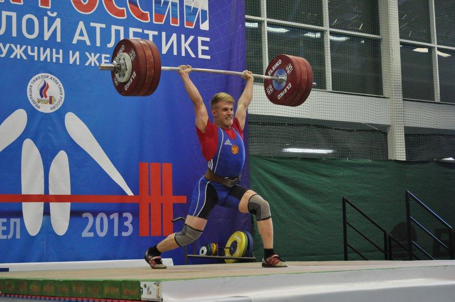 Виктор Гетц поднимает во втором подходе 185 килограмм