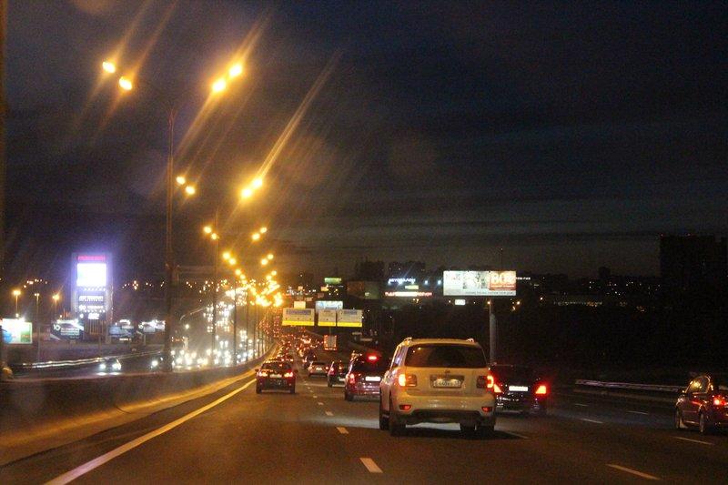 Москва не спит никогда, вот фото с МКАДа, воскресенье, ровно 12 ночи