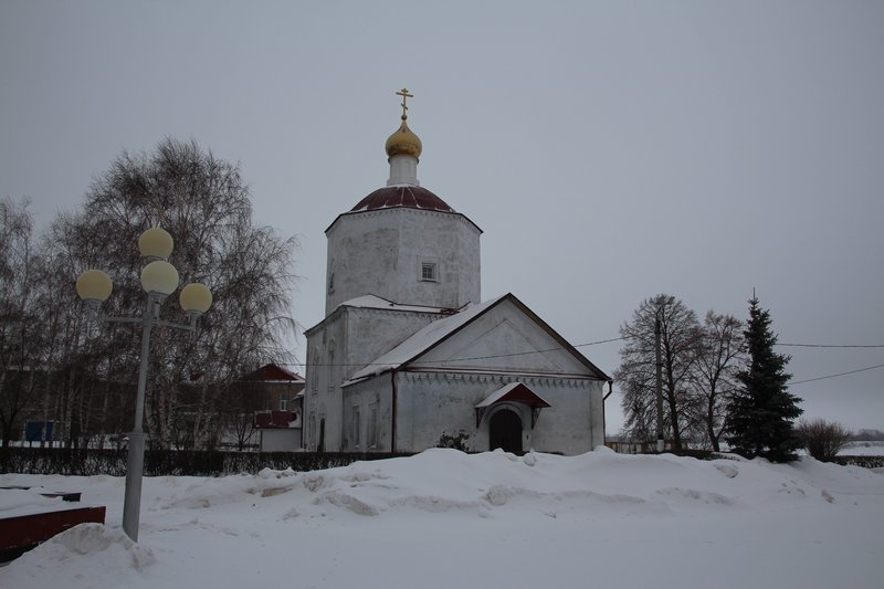 Много старых церквей, очень красивых
