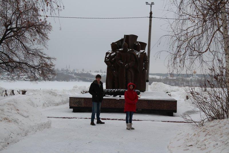 Памятник павшим, почему-то с негорящим вечным огнем