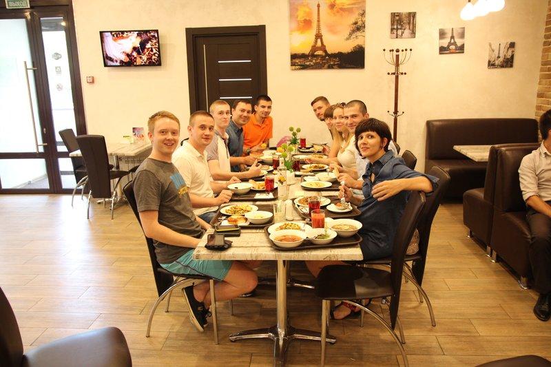 Совместный обед после первого знакомства с командой