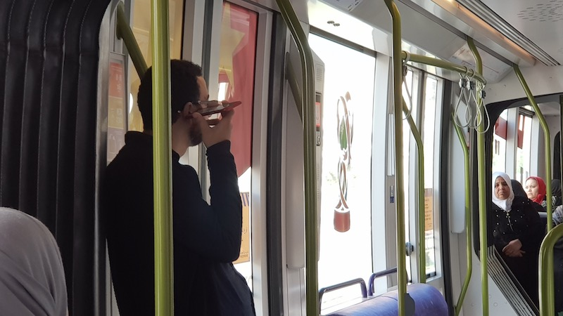 Араб в трамвае слушает что-то с Ютуба