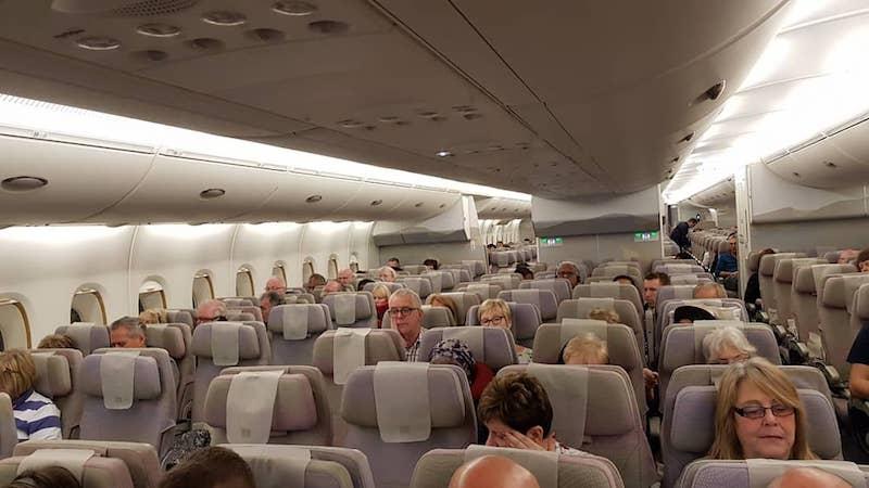 Самолет офигенный, он реально огромен (2 палубы, 500+ пассажиров)