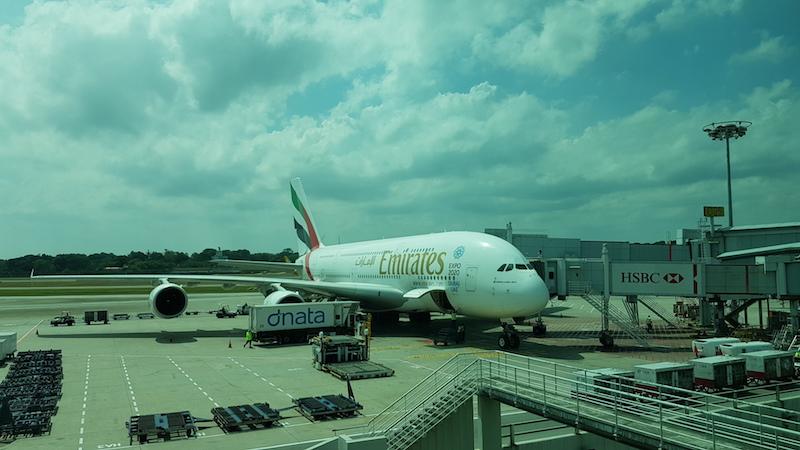 По маршруту Дубаи - Сингапур (и Куала-Лумпур - Дубаи обратно) летели вот на таком крепыше - Airbus A380
