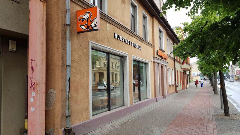 Во время прогулки по Литовскому городу Клайпеде мы неожиданно встретили родную ДоДо Пиццу