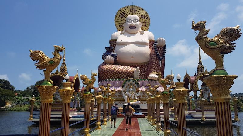 Много храмов и мест поклонения