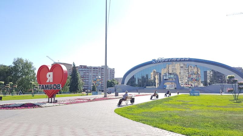 Большой спорткомлекс с инсталляцией для фото
