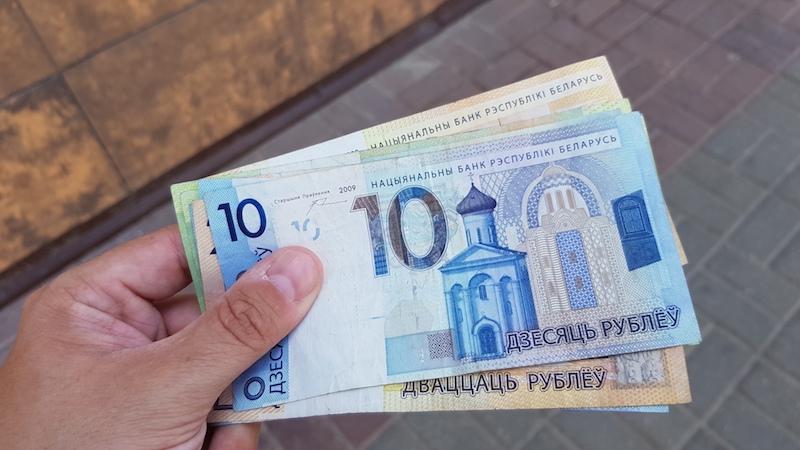 Сняли местных денег в банкомате
