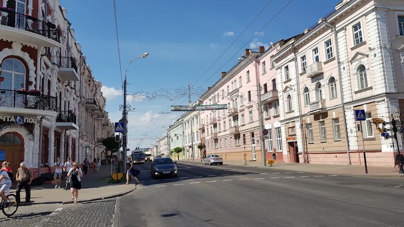 Местами напоминает какой-то уездный волжский городок