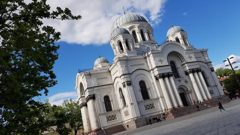 Церковь Святого Михаила Архангела не влазит в кадр