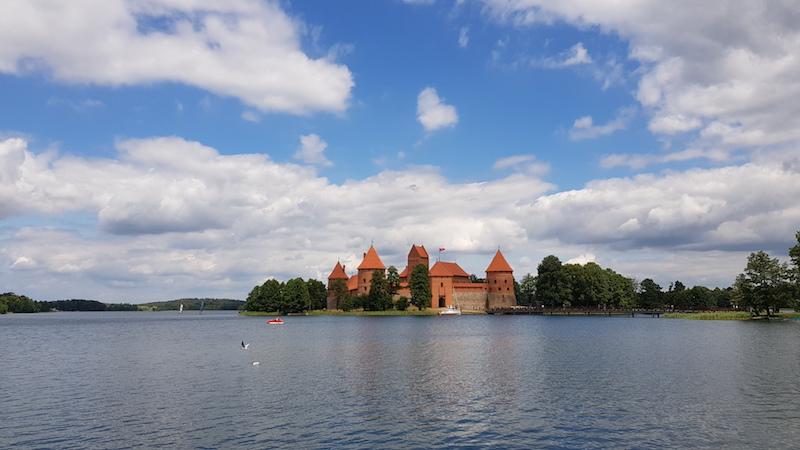 Туристический вид на замок (на всех магнитиках примерно такая картинка)